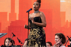 """Accompanied by the NY Philharmonic, Jennifer Hudson vows the crowd with her performance of Nessun Dorm at the """"We Love NYC Homecoming Concert."""" (Photo by Gabriele Holtermann)"""