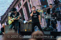 """Carlos Santana and Rob Thomas reunited for the """"We Love NYC Homecoming Concert"""" on the Great Lawn in Central Park.(Photo by Gabriele Holtermann)"""