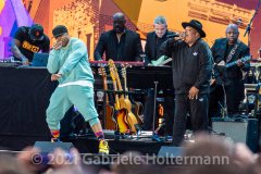 """Hip Hop legends LL Cool J and Rev Run perform for the crowd attending the """"We Love NYC Homecoming Concert"""" on the Great Lawn in Central Park.(Photo by Gabriele Holtermann)"""