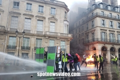 paris riots 2018 violent clashes between police and demonstraters